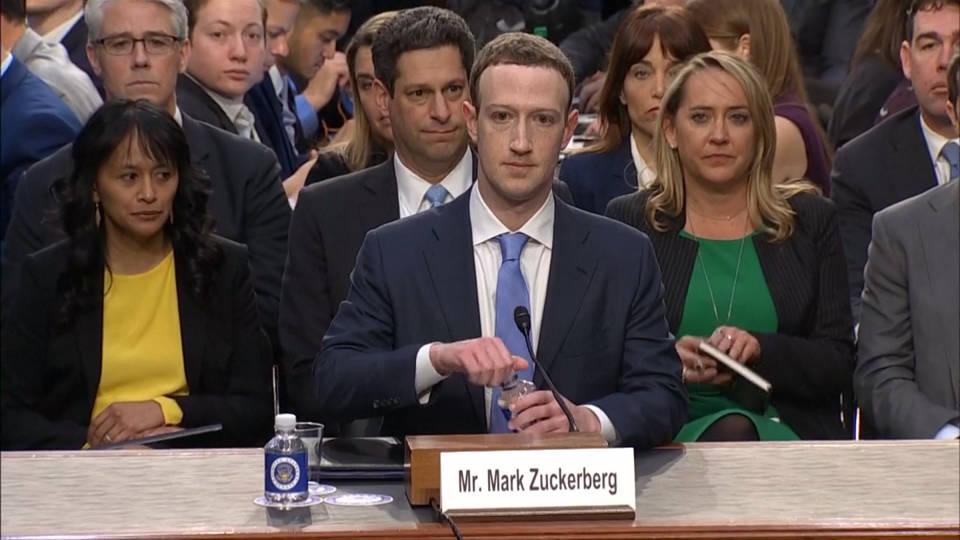 Facebook cierra 32 cuentas falsas por manipulación política