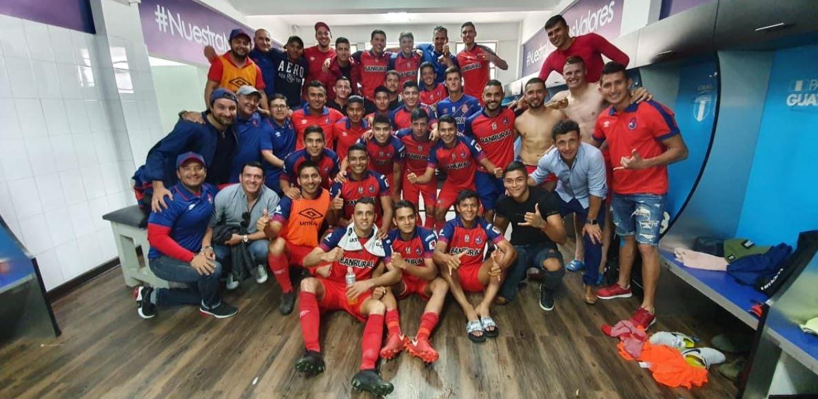 Los jugadores de Municipal celebraron el pase a la final.