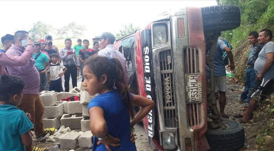 El accidente dejó como saldo a 6 personas heridas dos de ellos en estado crítico, según reportan Bomberos Voluntarios.