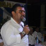 El alcalde de Sanarate, Victor Guerra, asumió el cargo para el que fue electo y dijo a los empleados municipales que para mantener su trabajo deberán regalar dos horas de su tiempo. (Foto: Oriente News)