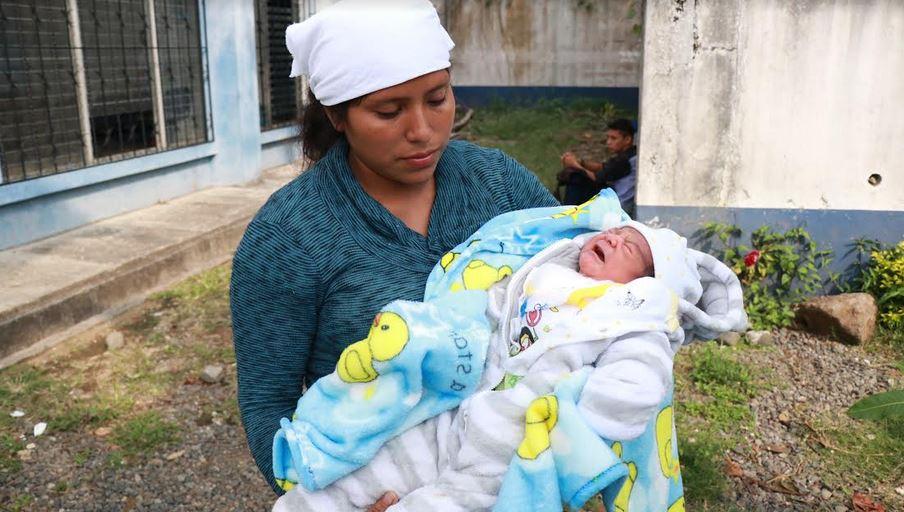 Blanca Marisol Melecio denunció ante la PDH que en el Hospital Nacional de Mazatenango le provocaron un daño a su recién nacido. (Foto: PDH)