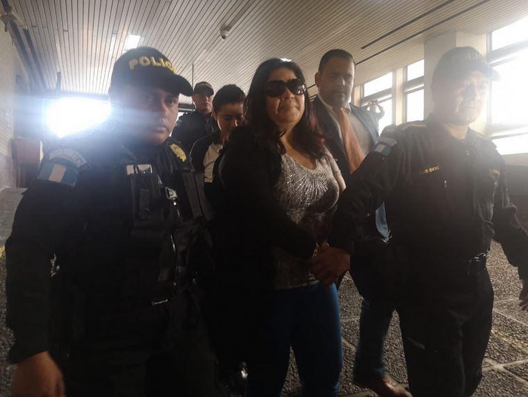 La exdiputada Aracely Chavarría Cabrera de Recinos es señalada por el delito de tráfico de influencias de forma continuada. (Foto: República)
