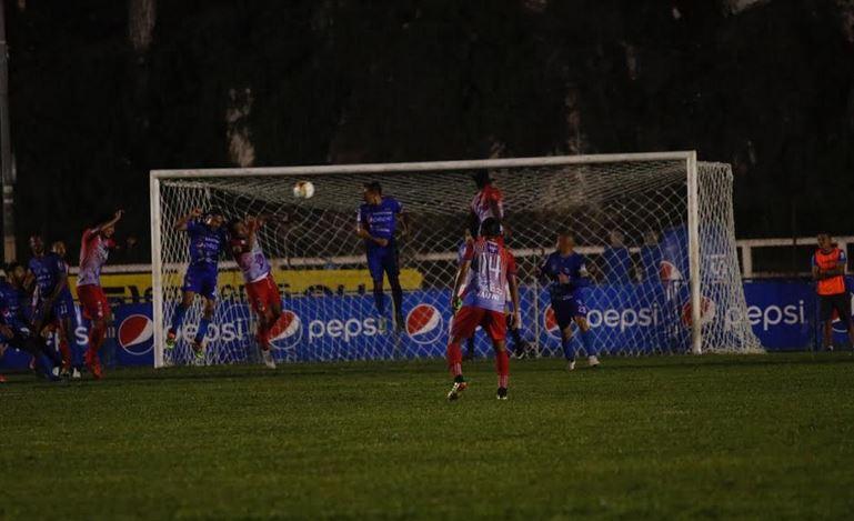 Cobán Imperial empató sin goles contra Iztapa en el Estadio Verapaz en un partido de la tercera jornada del Clausura 2020. (Foto: Eduardo Sam)