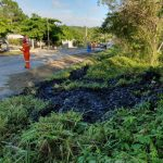 Vecinos de aldea El Rancho, Sayaxché, alertaron de un derrame de petróleo a 12 kilómetros de la cabecera municipal, ruta a Flores. (Foto: Anastasio Oxom Rax))