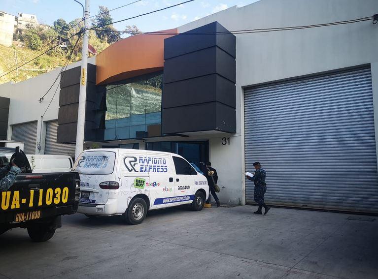 Las autoridades realizaron 16 allanamientos y capturaron a 12 personas por contrabando y defraudación aduanera. Importaban mercancía y la distribuían por la empresa Rapido Express, que funcionaba como courier pero no estaba autorizado. (Foto: MP)