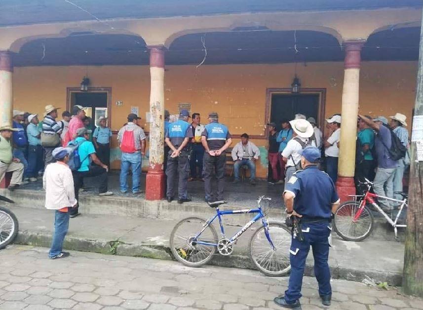 La nueva administración de la Municipalidad de Santo Domingo Suchitepéquez, denunció que existe una deuda de más de nueve millones de quetzales. (Foto: Cristian Soto)