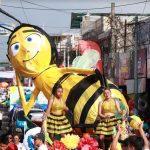El tradicional desfile de carrozas contón la participación de diferentes centros educativos. (Foto: Cristian Soto)