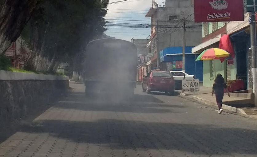 Las autoridades de Quetzaltenango anunciaron una inspección a los buses del transporte colectivo de Quetzaltenango, para evitar más contaminación ambiental. (Foto: Carlos Ventura)