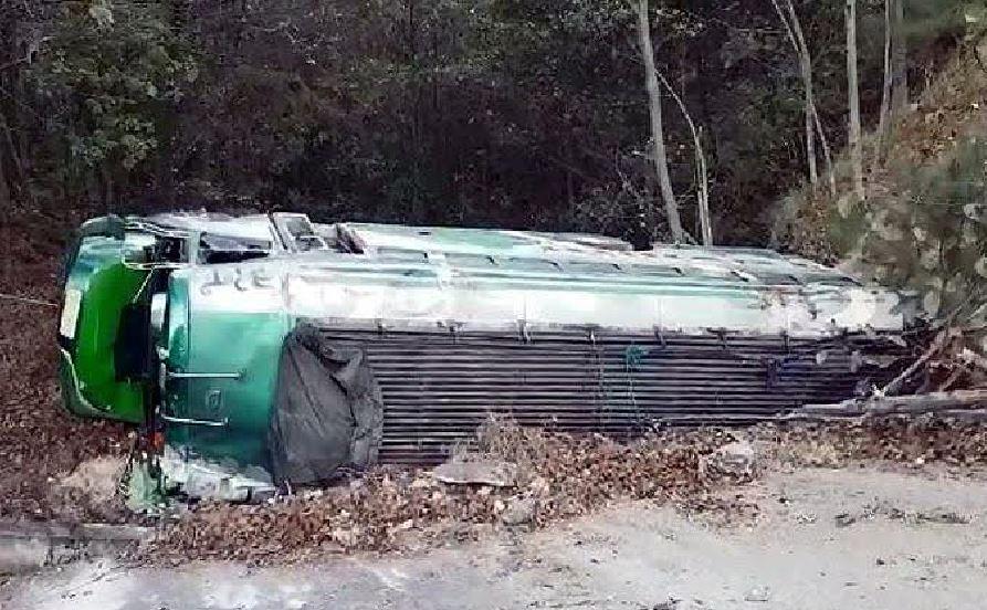 Un bus de transporte público cayó a un barranco en el kilómetro 155 de la ruta interameicana. (Foto: Provial)