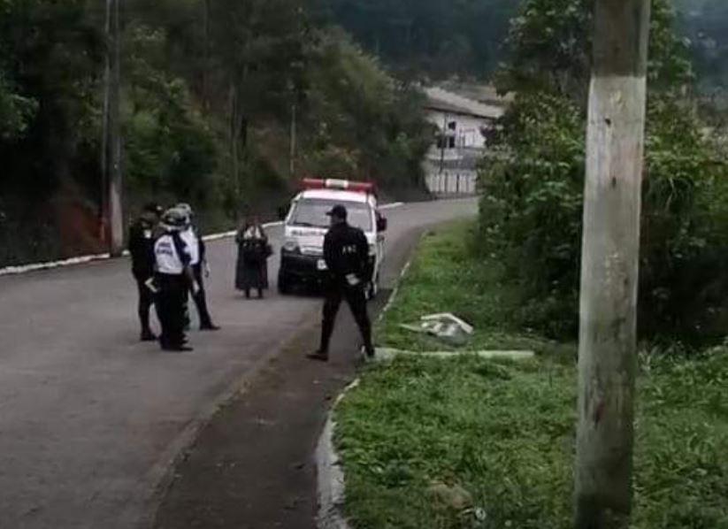 Víctor Hugo Pop Caz quien trabajaba como barbero en Cobán, fue localizado muerto en la ruta que conduce de San Pedro Carchá a San Juan Chamelco, Alta Verapaz. (Foto: Eduardo Sam)