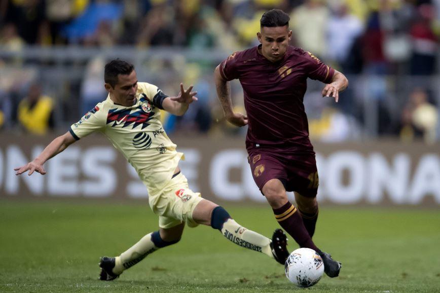 Andrés Lezcano conduce la pelota ante la marca de un zaguero del América, en una acción del segundo tiempo. (Foto: Concacaf)