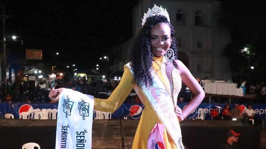 Jansodin Mayra Zuñiga Alvarez sonríe luego de coronarse Reina Nacional de la Juventud. (Foto: Cristian Soto)