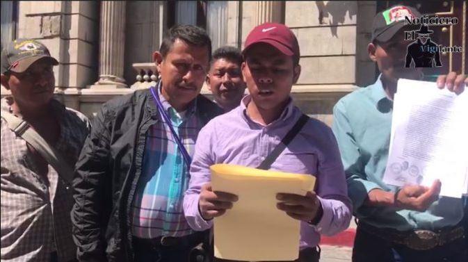 Un grupo de personas se presentó al Congreso de la República a solicitar que el inicie el proyecto de la hidroeléctrica Pontilá. (Foto: El Vigilante)