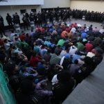 La PNC realiza una requisa en el centro preventivo de hombres y mujeres en Chimaltenango. (Foto: PNC)