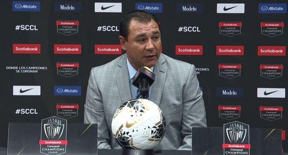 Mauricio Tapia, técnico de Comunicaciones, durante la conferencia de prensa después del partido en el Estadio Azteca. (Foto: Concacaf)