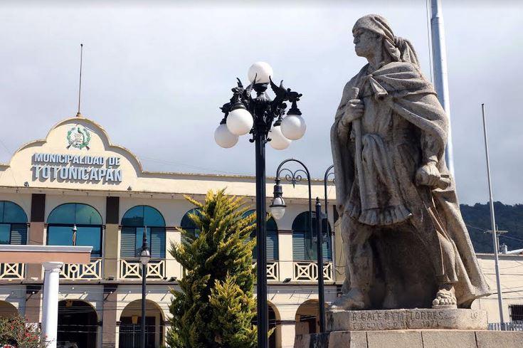 El monumento a Atanasio Tzul será otro atractivo turístico y se encuentra en el Parque La Unión. (Foto: Carlos Ventura)
