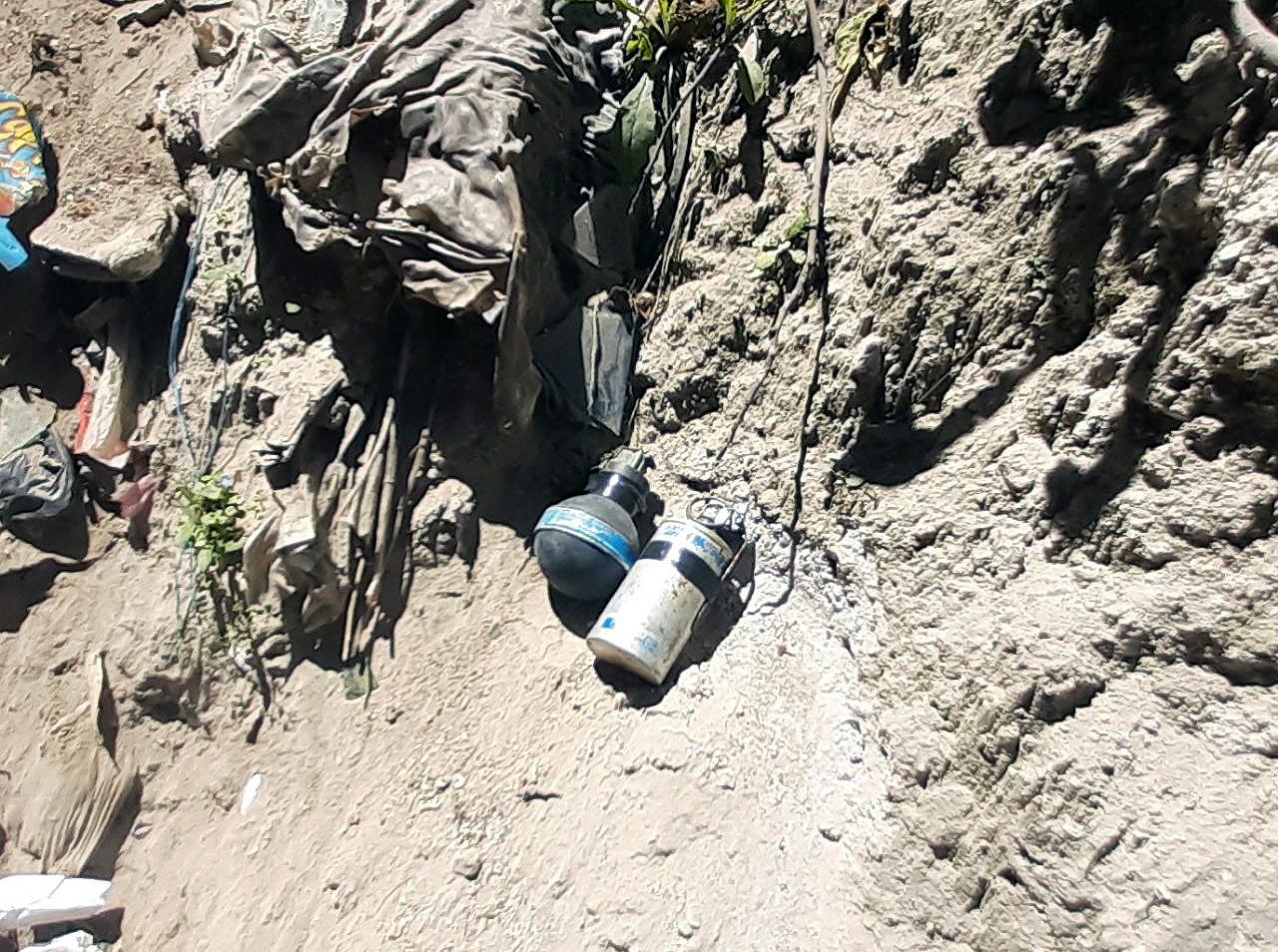 Las dos granadas fueron localizadas por un grupo de leñadores en San Mateo, Quetzaltenango. (Fotos: PNC)