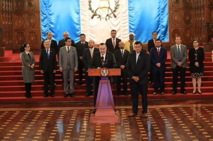 El presidente Alejandro Giammattei anunció al finalizar un encuentro con empresarios que la Ley ONG entrará en vigencia el viernes. (Foto: Diario La Hora)