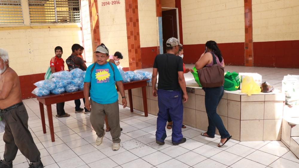 En el albergue habilitado se le entregará ropa limpia, comida y un lugar para dormir a los indigentes. (Foto: Cristian Soto)