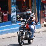 La mayoría de los pobladores de Suchitepéquez utiliza mascarillas para salir a las calles. (Foto: Cristian Soto)