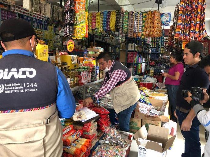 Las autoridades realizan varios recorridos para verificar el abastecimiento de alimentos y los precios de los productos. (Foto: AGN)