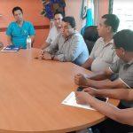 Autoriades de San José el Ídolo se reunieron para tomar la decisión de suspender las actividades por la alerta roja por Coronavirus. (Foto: Cristian Soto)