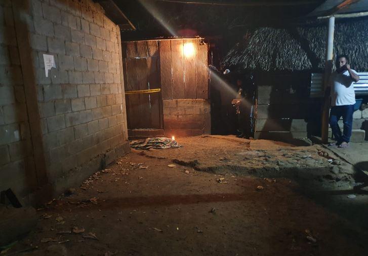 Dominga Ramos fue asesinada en la puerta de su casa por un deconocido que se dio a la fuga luego de cometer el crimen. (Foto: Twitter)