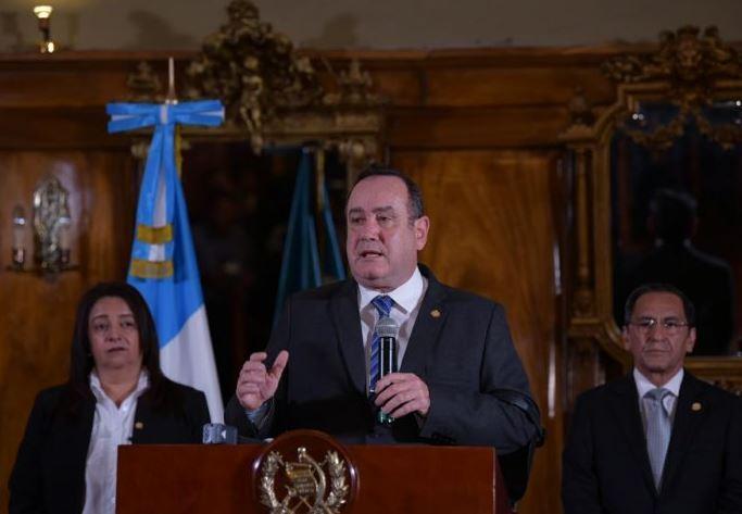 El presidente Alejandro Giammattei anunció que elevó de amarilla a roja la alerta por Coronavirus. (Foto: Presidencia)