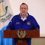 El presidente Alejandro Giammattei se dirigió a la población en cadena nacional, donde anunció las nuevas medidas. (Foto: Presidencia)