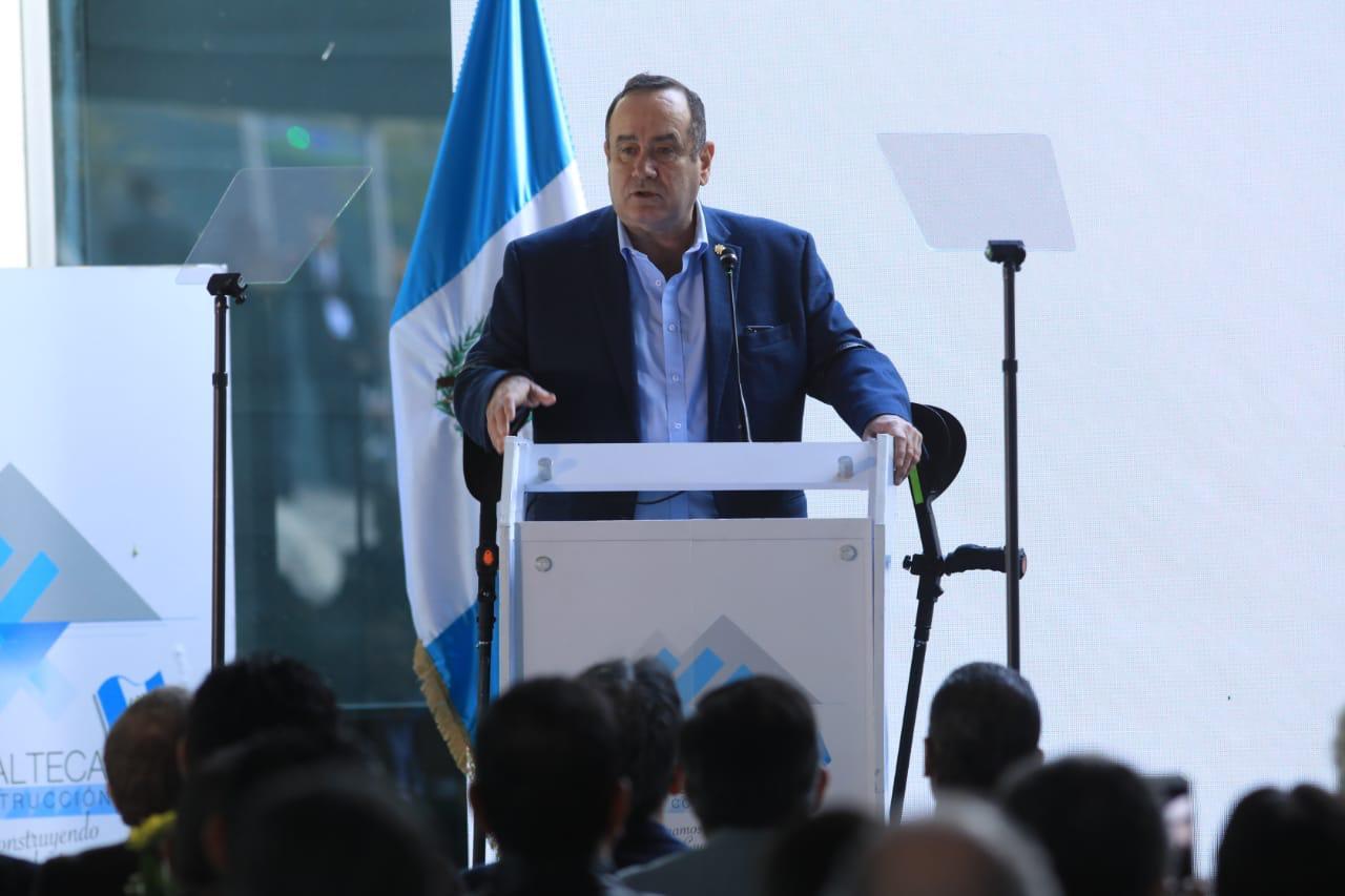 El presidente Alejandro Giammattei confirmó que los niños de preprimaria y primaria contarán con seguro médico. (Foto: Archivo)