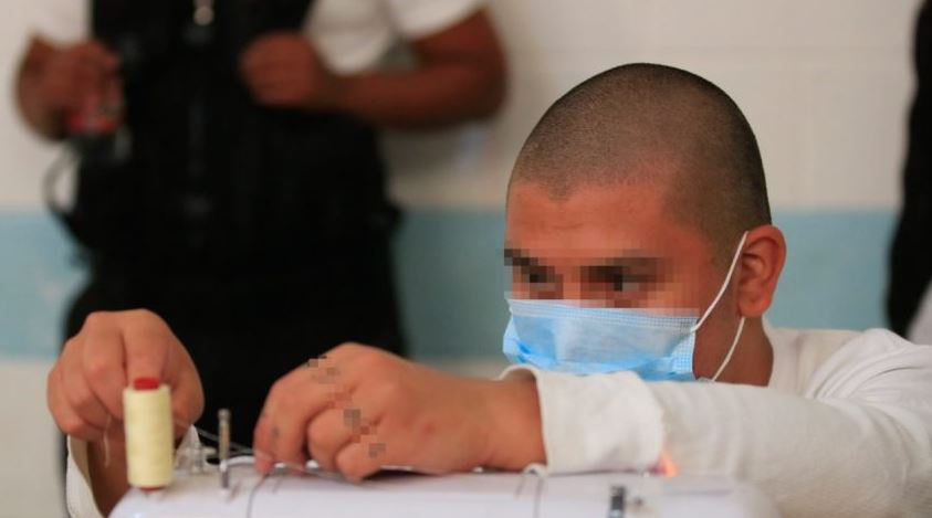 Los adolescentes privados de libertad harán una importante donación de mascarillas. (Foto: AGN)
