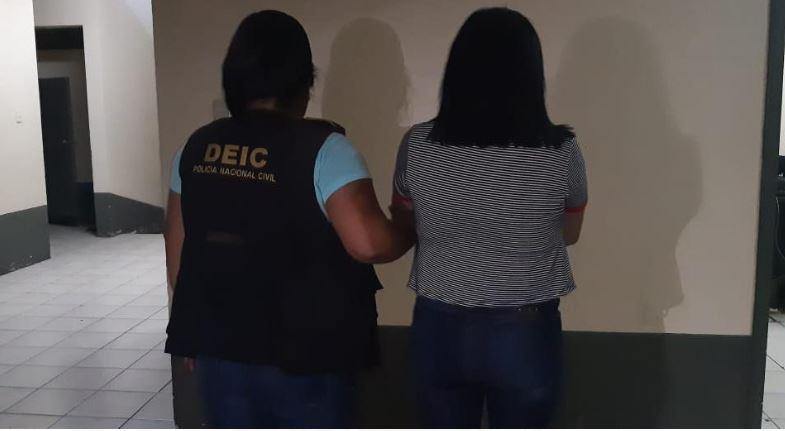 Megly Poleth Veliz Urrutia fue capturada acusada del delito de estafa mediante cheque. (Foto: PNC)