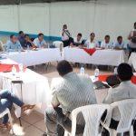Las autoridades se reunieron en una mesa técnica para trabajar en la erradicación del uso de la gallinaza. (Foto: Cristian Soto)