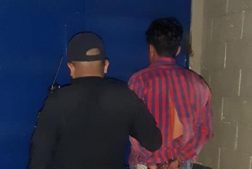 Agentes de la PNC capturarona dos motoladrones luego de una persecución en la zona 2 de Jalapa. (Foto: PNC)