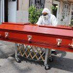 El proceso en la Ciudad de México, para las personas que mueren por COVID-19, es trasladar a los cuerpos directamente a la funeraria para luego ser cremados. (Foto: EFE)