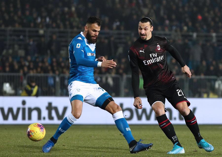 El delantero sueco Zlatan Ibrahimovic aseguró que ni quisiera él sabe qué hará para la próxima temporada. Algunos medios dicen que no renovará con el AC Milan. (Foto: EFE)