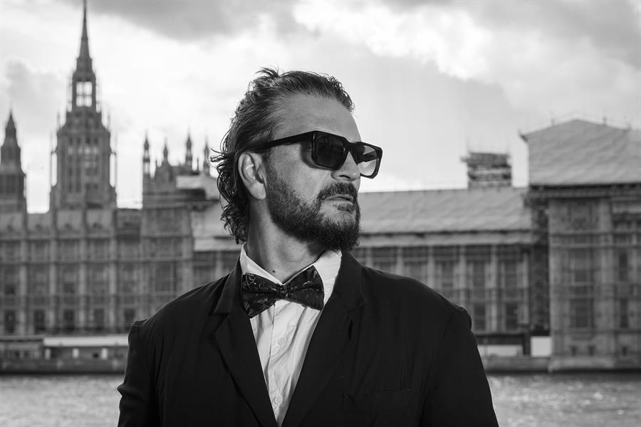 """El cantautor guatemalteco Ricardo Arjona prepara el lanzamiento de """"Blanco y Negro"""" para el mes de mayo. (Foto: EFE)"""