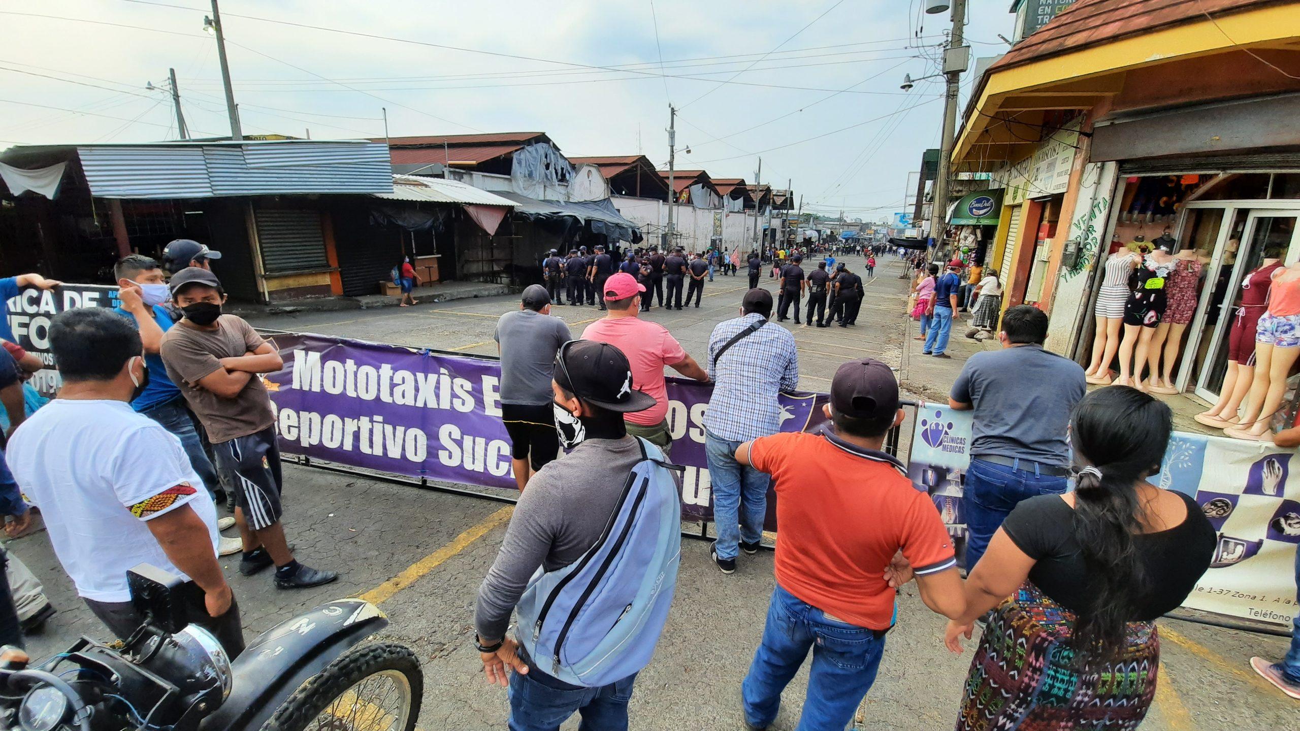 Los comerciantes aseguraron que no quieren seguir vendiendo en el Estadio Carlos Salazar y desean volver a la avenida Lincol. (Foto: Cristian Soto)