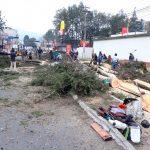 Personal de la municipalidad de Quetzaltenango, derribó cinco árboles aduciendo que son foco de peligro al desplomarse en época de lluvia debido a su mal estado. (Foto: Carlos Ventura)