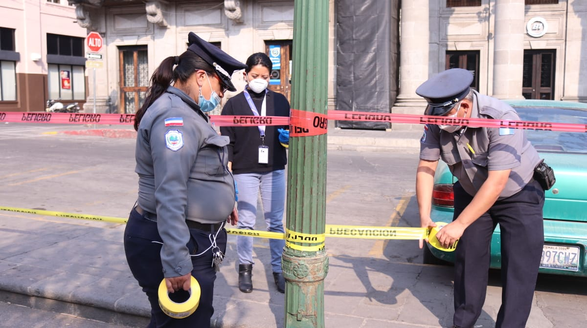 Las autoridades de Quetzaltenango decidieron cerrar los parques para evitar la aglomeración de personas y reducir así los contagios de COVID-19. (Foto: Carlos Ventura)