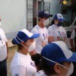 Como medida de prevención del COVID-19, los salubristas visitaron a todas las familias del municipio de Granados, en Baja Verapaz. (Fotos: Capturas de video del Facebook las autoridades de Baja Verapaz)