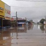 La lluvia provocó inundaciones en las calles y avenidas de Puerto Barrios, Izabal, en lo que se supone es el inicio del invierno en el país. (Foto: Oriente News)