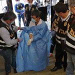 El ciudadano chino fue capturado por las autoridades por realizar pruebas clandestinas de COVID-19. (Foto: EFE)