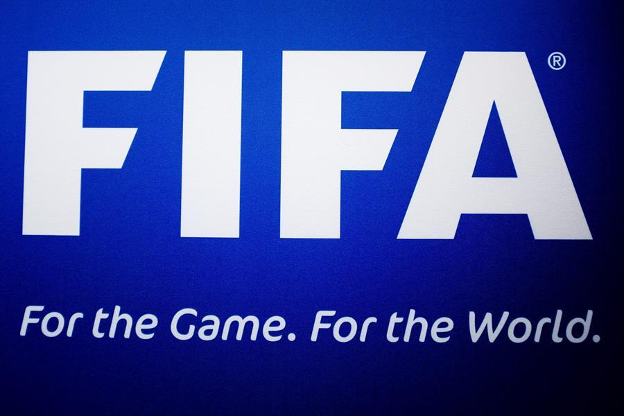 La FIFA desea ampliar la cantidad de cambios en los partidos, debido a la frecuencia con la que se jugarán los calendarios después de la pandemia. (Foto: EFE)