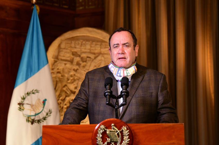 El presidente Alejandro Giammattei durante su mensaje en el que informó que se registraron 46 casos nuevos de COVID-19 en Guatemala. (Foto: SCSP)