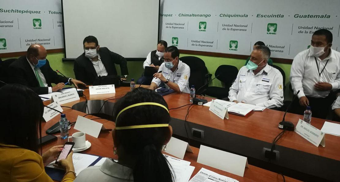 El Ministro de Salud, Hugo Monroy, una citación con los diputados de la Unidad Nacional de la Esperanza -UNE-, dijo varios guatemaltecos deportados traían COVID-19. (Foto: Cortesía)