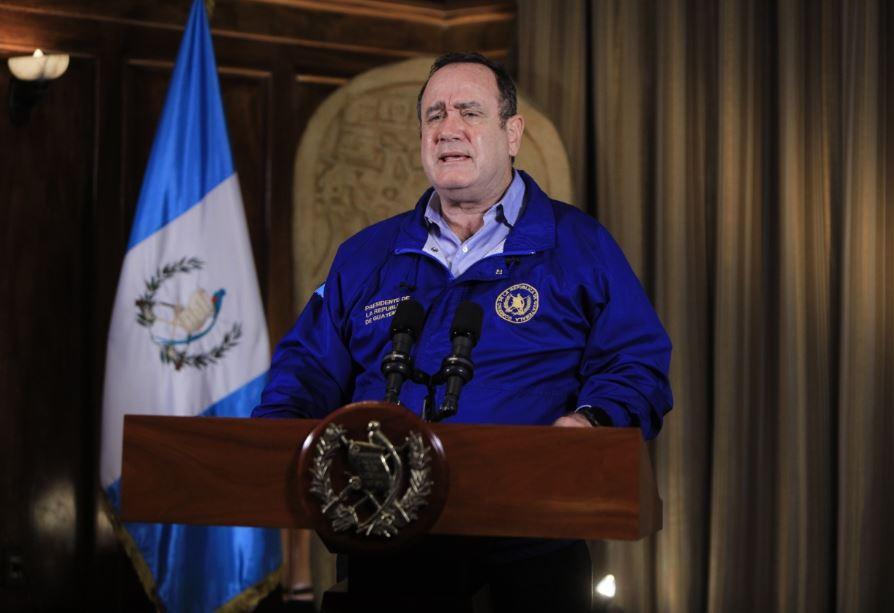 Giammattei informó que Guatemala alcanzó los 530 casos de COVID-19. El resumen indica que 464 están activos, 15 han fallecido y 49 se han recuperado. Además 2 personas con coronavirus murieron, por otra causa. (Foto: SCSP)