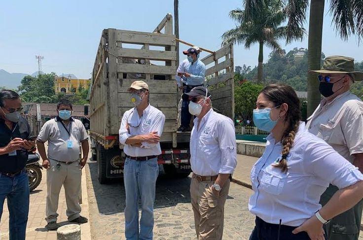 Las autoridades del Centro de Atención Permanente de Senahú, recibieron la donación de la Fundación 13 Aguas. (Foto: Eduardo Sam)