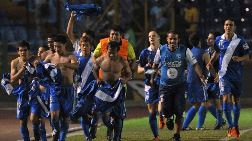 Los jugadores de la Selección Sub 20 celebraron así después de lograr su clasificación al Mundial de Colombia 2011. (Foto: Fifa.com)