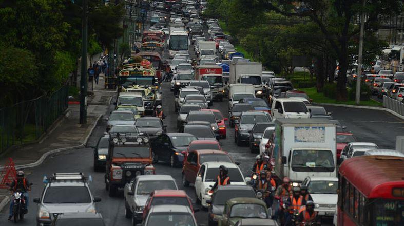 La SAT indicó que no har prórroga en el pago del impuesto de circulación de vehículos. (Foto: DCA)